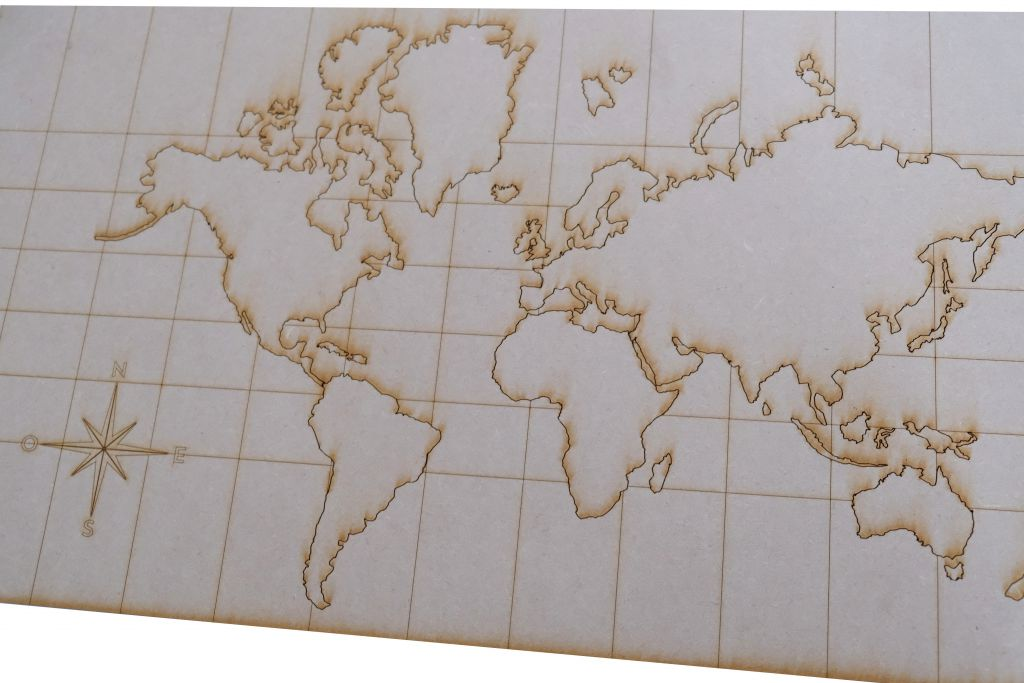 CARTE DU MONDE MDF 3 MM GRAVEE ET DETACHABLE